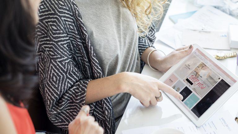La visibilidad que genera, es uno de los beneficios de tener una tienda virtual que más ayuda a los negocios locales, ya que aumenta las posibilidades de venta